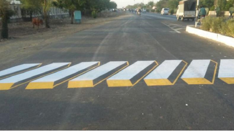 Le passage piéton en relief En Inde - Nitin Gadkari